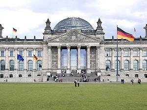 Helga Zepp-LaRouche: <br>Forbundsdagsvalg i Tyskland: Fremtiden bliver ganske anderledes; <br>osteklokken over Tyskland sprænges!