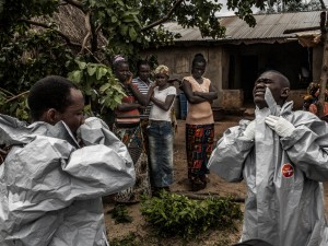 Ebola-epidemi ude af kontrol i Sierra Leone,  <br>kombineret med fødevaremangel og sult