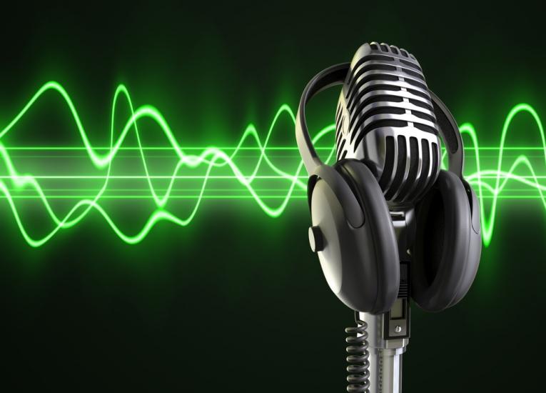 radio-schiller-green-microphone