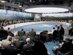 Fra LaRouche-bevægelsen 6. mrs. 2015:  <br>Et opgør lurer over græsk gældsbombe og NATO-krig mod Rusland