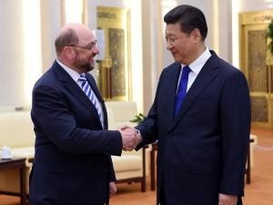 EU-parlamentets præsident Schulz i Kina;  <br>Grønt lys for AIIB; Opmuntrer EU lande til at gå med