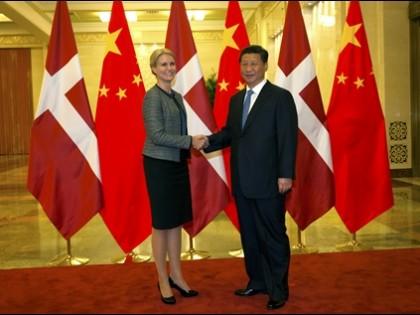 SÅ GIK DANMARK MED I AIIB!  <br />Danmark anmoder om optagelse i Asiatisk Infrastruktur-Investeringsbank <br />som det første nordiske, grundlæggende medlem