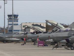 Stop 3. Verdenskrig:  <br>Amerikanske F-16-fly flyver farligt tæt på russisk luftrum