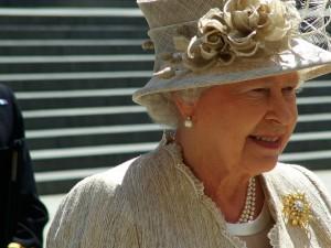 Den britiske Dronning gav ordre til Schäuble om at slå ned på Grækenland;  <br>Her er hendes næste ordrer til Obama