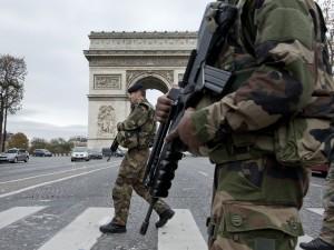 Frankrigs præsident Hollande og premierminister Valls <br>briefer parlamentet, Det Hvide Hus og Kreml om <br>de nødvendige handlinger for at bekæmpe terrorisme