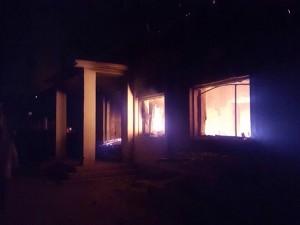 Morderen Obama: Amerikanske 'flyvende kanonbåde' <br>dræbte hospitalspersonel i Kunduz, da de <br>flygtede ud af den brændende hospitalsbygning