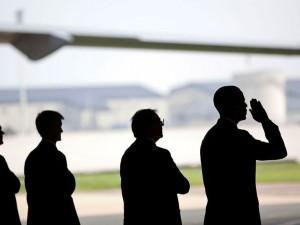 Leder, 3. december 2015: <br>Obama deployerer for krig, <br>mens det 25. forfatningstillæg påkaldes