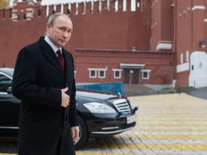 I en ny dokumentar på russisk Tv angriber <br>præsident Putin Vestens brug af koldkrigstaktik <br>og tilskynder til samarbejde om fred og udvikling