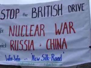 Video: Schiller Instituttet demonstrerer <br>imod den britiske statsminister <br>David Cameron den 5. februar 2016: <br>Stop the British drive for nuclear war