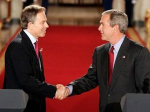 For krig og terrorisme: <br>Erinyerne har først lige taget fat i Blair