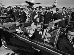 USA: Legendarisk oberst i den amerikanske hær <br>sidestillede i 1990 mordet på DB's chef Alfred Herrhausen <br>med mordet på præsident Kennedy