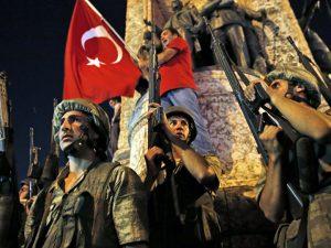 Militærkup i gang i Tyrkiet; Erdogan gået under jorden; <br>siger, oprørere vil blive straffet
