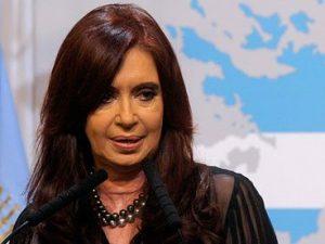 Argentinas tidligere præsident Fernandez de Kirchner <br>identificerer BRIKS som det strategiske mål <br>for Dilma Rousseffs afsættelse i Brasilien