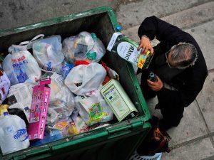Næsten halvdelen af den græske befolkning konfronteres med fattigdom