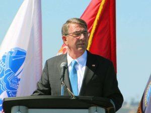 USA's forsvarsminister 'Atom-Ash' Carter rasler med sablen mod Kina
