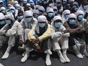 Europa: Nye flygtninge oversvømmer Italien, <br>mens italienere emigrerer i søgen efter arbejde