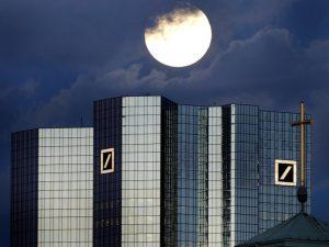 Deutsche Bank er meget større end Lehman Brothers var; <br>Glass-Steagall »bydende nødvendigt«