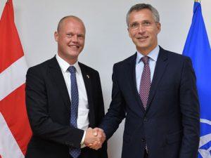 NATO: Danmark bidrager med 200 soldater til fire kampbataljoner i Baltikum, <br>udtaler forsvarsminister Peter Christensen fra Bruxelles