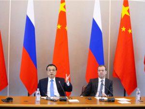 I historisk Skt. Petersborg-møde kortlægger de russiske og <br>kinesiske premierministre en »win-win«-vision for fremtiden