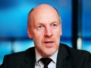 Nordisk Råds møde: <br>Interview med islandsk parlamentsmedlem Steingrímur J. Sigfússon: <br>for Glass/Steagall-bankopdeling; <br>tager afstand fra konfrontationspolitikken mod Rusland