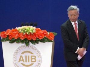Kina byder USA under Trump velkommen til at gå med i AIIB