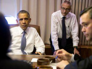 Sæt Obama i fængsel for forræderi