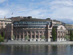 Debat om bankopdeling i den svenske Riksdag