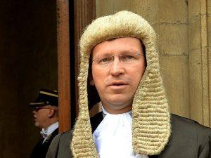 Det forenede Kongeriges statsanklager forsøger at blokere <br>for domfældelse mod Blair for krigsforbrydelser