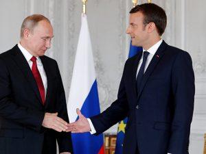 En åbenhjertig og åben dialog begyndte <br>mellem Emmanuel Macron og Vladimir Putin