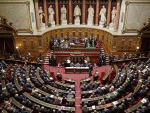 Frankrig 'går til Macron' i valg til Nationalforsamlingen