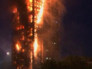 UK: Brandkatastrofen i Grenfell Tower kunne <br>sænke Tory'erne, privatisering og grøn politik