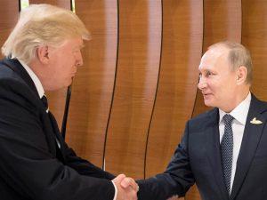 »Alt kan falde på plads, eller <br>kunne falde fra hinanden« – <br>Topmøde mellem Trump og Putin <br>fredag er historisk vendepunkt
