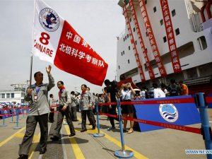 Kinas første omsejling af den arktiske rand er nu i gang; <br>»Snedragen« sejlede ud fra Shanghai på en 20.000 mil lang rejse