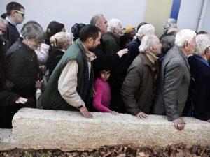 Grækernes fødevareindtagelse faldet med 27 procent samtidig med, <br>at kreditorer bliver fede på profit fra bail-out
