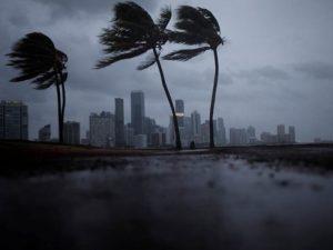 Irma hærger Florida; Georgia og de to Carolina-stater vakler allerede