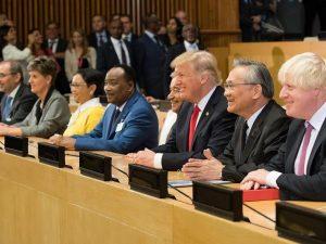 Rusland, Kina og USA kæmper for <br>at afslutte den unipolære verden og <br>etablere en interessernes harmoni blandt <br>suveræne nationalstater