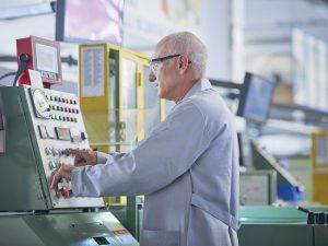 Nye rapporter; Forventet levealder i USA falder; <br>folk er mere syge; de ældre arbejder længere