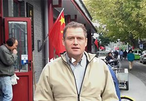 Tom Gillesberg, kandidat for Schiller Instituttets Venner, kører valgkamp fra Kina!