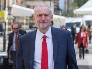 Storbritannien: Corbyn samler ekspertgruppe til at forberede regering
