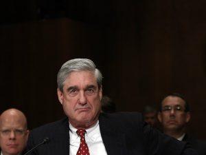 Nitten amerikanske kongresmedlemmer kræver høringer <br>for at bringe Robert Mueller 'frem fra skyggerne'