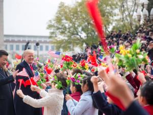 Præsidenterne Trump og Xi iværksætter et <br>gigantisk skridt fremad for menneskeheden  <br>LaRouche PAC Internationale Webcast, <br>10. nov., 2017