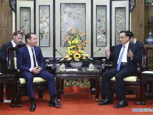 Kina og Rusland bør sammen skabe en 'Silkevej over isen', <br>sagde Xi til besøgende Dmitrij Medvedev