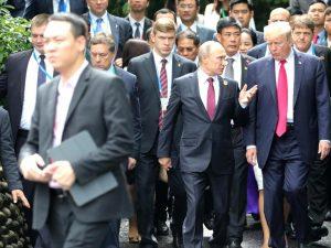 Briterne tvunget til at gå til modangreb <br>mod Trump/Putin/Xi-samarbejde <br>i deres eget navn