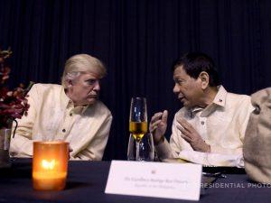 Præsidenterne fra USA og Filippinerne afholder venskabeligt møde <br>med løfte om større samarbejde