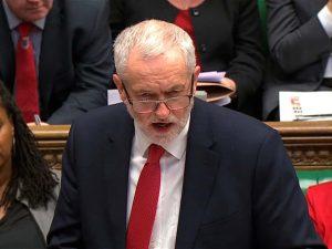 Den britiske Labour-leder Corbyn sætter <br>spørgsmålstegn ved Theresa Mays påstande
