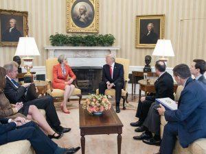 Theresa Mays anti-russiske korstog er <br>intet andet end UK's krig mod Trump