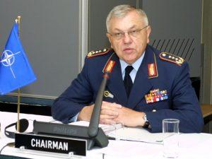 Tidligere generalstabschef i Bundeswehr, general Kujat, <br>kritiserer Merkels manglende mådeholdenhed mht. Syrien