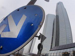 Deutsche Bank fyrer tusinder – LaRouche havde ret!