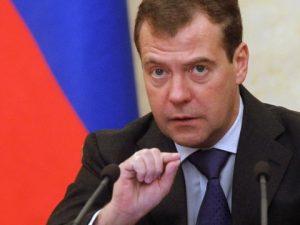 Medvedev advarer om, at yderligere amerikanske sanktioner vil være en 'økonomisk krigserklæring'
