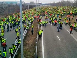Den ulmende massestrejke fortsætter med at sprede sig i Frankrig